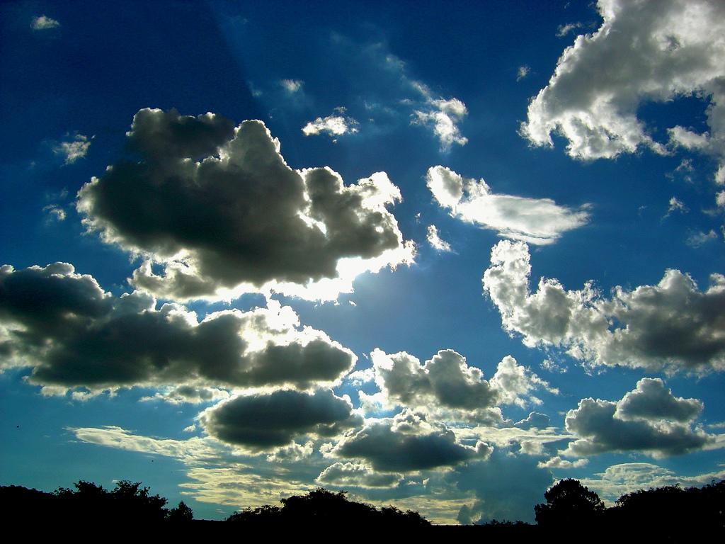 Las nubes pasan, pero el cielo queda.