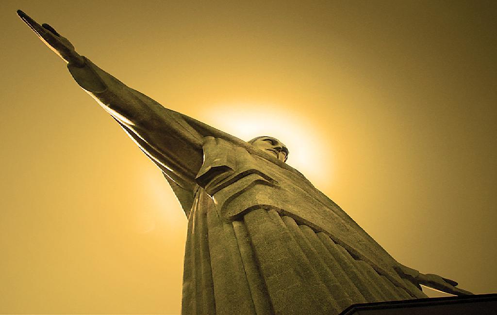 El halo es algo como el brillo que rodea a este Cristo.